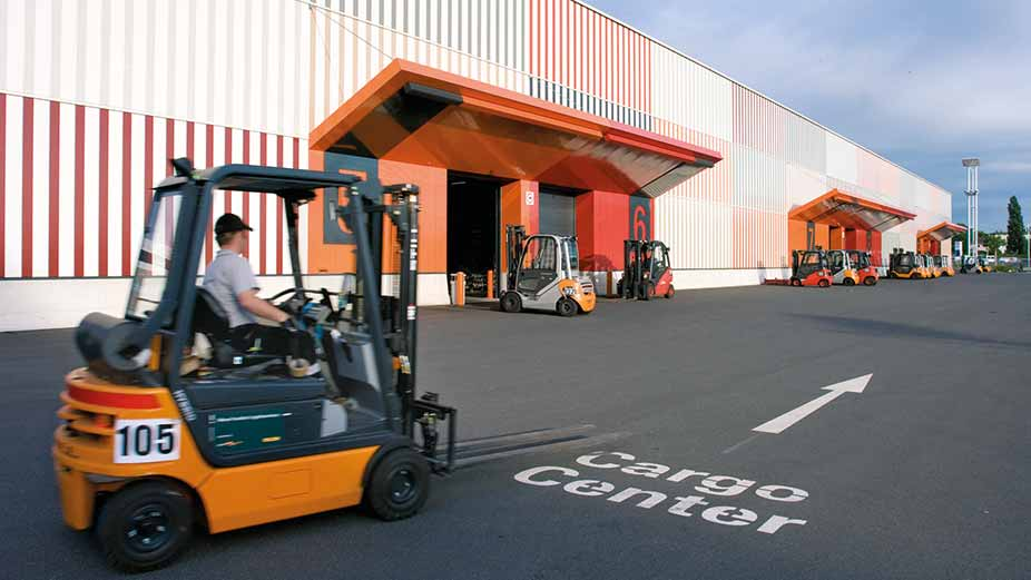 Forklift drives towards the Cargo Center on the Frankfurt Exhibition Center