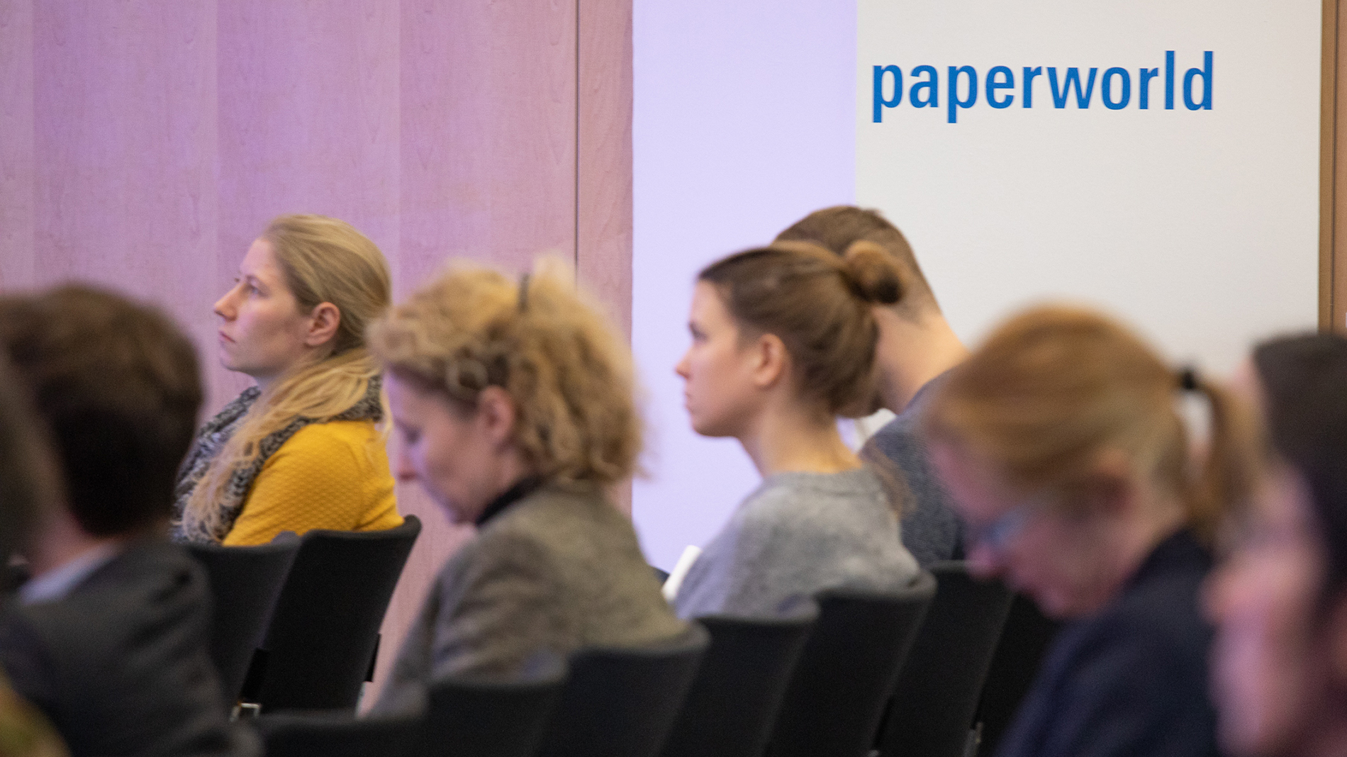 Visitors are listening to a lecture at the Sustainable Offcie Day of Paperworld